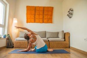 practica yoga en casa yoga con cris