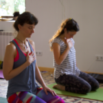 retiro yoga con cris practica de yoga