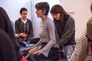 yoga con cris poder nuestro movimiento