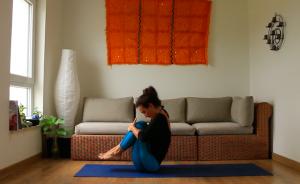 urdhva mukha paschimottanasana  yoga con cris