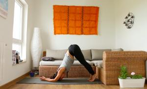 yoga sin espacio yoga con cris establece tu practica