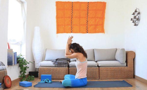 Acabar el día. clases online. yoga con cris