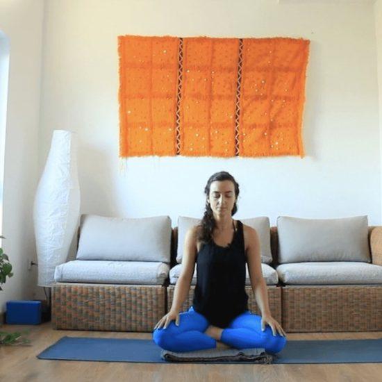 Meditación bienvenida yoga con cris