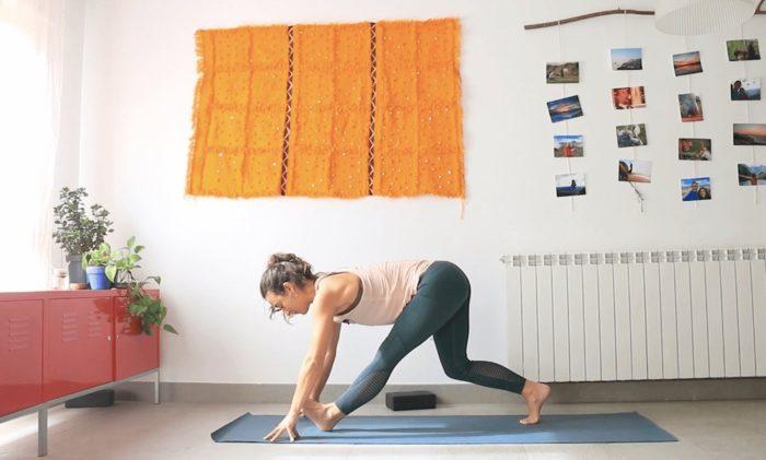 Caderas felices clase online yoga con cris
