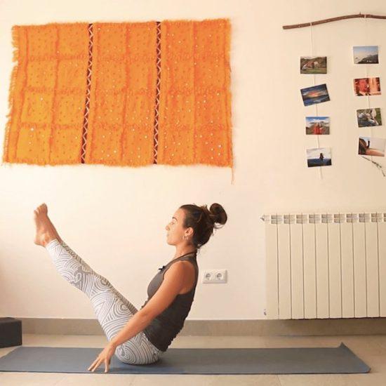 Hombros. Core. Caderas trío de ases clase online yoga con cris