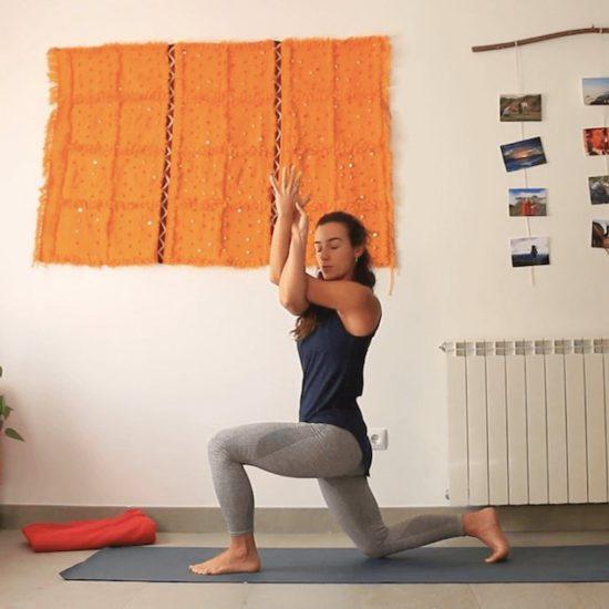 calma y espacio en el centro espina dorsal toracica yoga con cris clases online