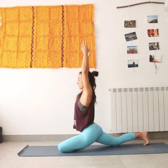 este y oeste clase online yoga con cris