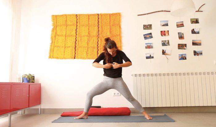 yoga con cris clase online tierra y corazón para darnos apoyo