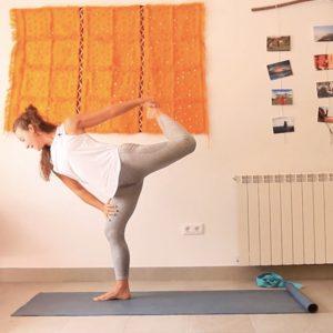 Bajar a tierra clase yoga con cris online