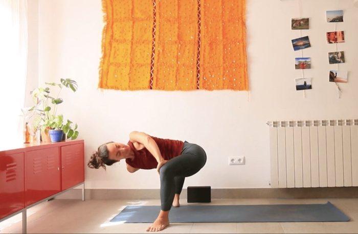 clase online yoga con cris suavizar el cuerpo aligerar el animo