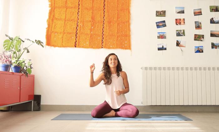 Noviembre clase online yoga con cris salud mental