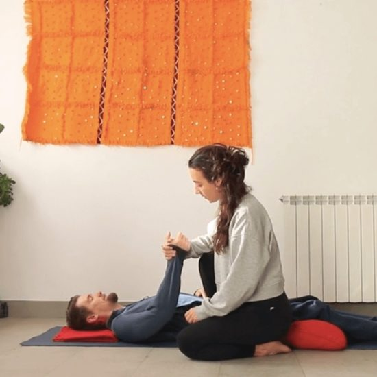 masaje cuidar y dejarse cuidar, yoga con cris online