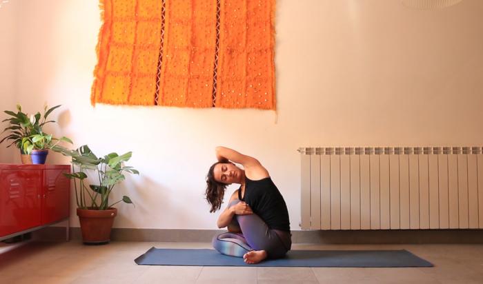 Movimiento Suave para descansar mejor clase yoga con cris online