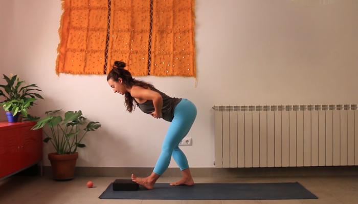 Pies descalzos. yoga con cris online desafío