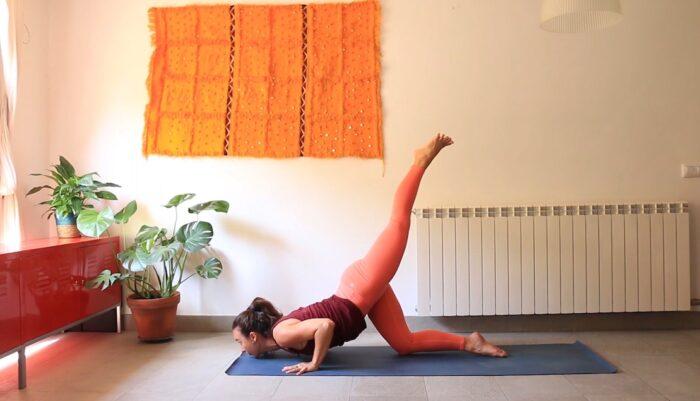cambia la postura cambia tu estado somatic practice yoga con cris yoga online